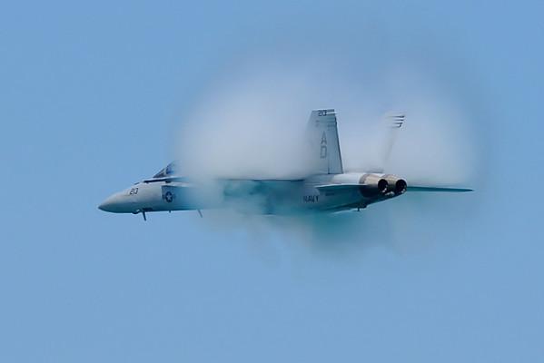 Chicago Air & Water Show 2008, F/A-18 Hornet vapor cloud
